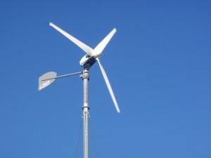 Generator eolian pentru energie electrică alternativă