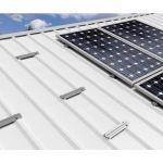 Structura de prindere pe acoperis pentru 4 module fotovoltaice dispuse vertical pe sine de mici dimensiuni din aluminiu robust pret ieftin