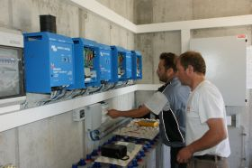 Sistem UPS monofazat de back-up 2KW 3