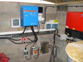 Invertor pentru panou cu celule fotovoltaice Victron MultiPlus 48V 5000W 70-50