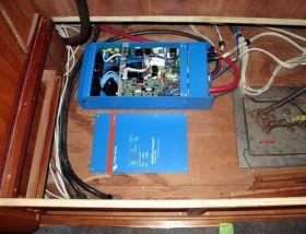 Sisteme solare back-up UPS cu acumulatori 3KW 9
