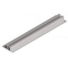 Structura pentru fixarea pe acoperis inclinat din tabla cutata a unui panou fotovoltaic dispus vertical pe sina din aluminiu de mici dimensiuni pret ieftin 2