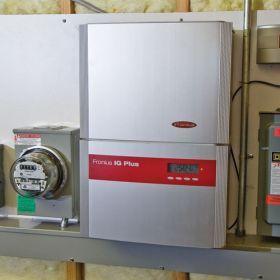 Invertoare fotovoltaice monofazate IG Plus 35 Fronius cu trei module de alimentare