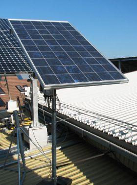Tracker solar cu structura din profile cu un ax, instalatii solare fotovoltaice tracker, sisteme solare fotovoltaice