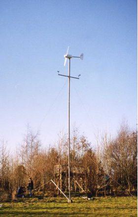 Centrala eoliana de mici dimensiuni pentru sol,pret ieftin centrala cu 3 elice,centrale rezistente cu ecran digital
